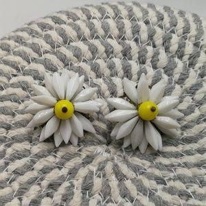 Vintage clipon white milk glass yellow daisy retro